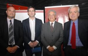 Gregory Elacqua, Director del Instituto de Políticas Públicas de la UDP; Cristóbal Aninat, Director del Magíster en Políticas Públicas; el ex Mandatario Cardoso, y Ernesto Ottone, Director de la Cátedra Globalización y Democracia de la UDP.